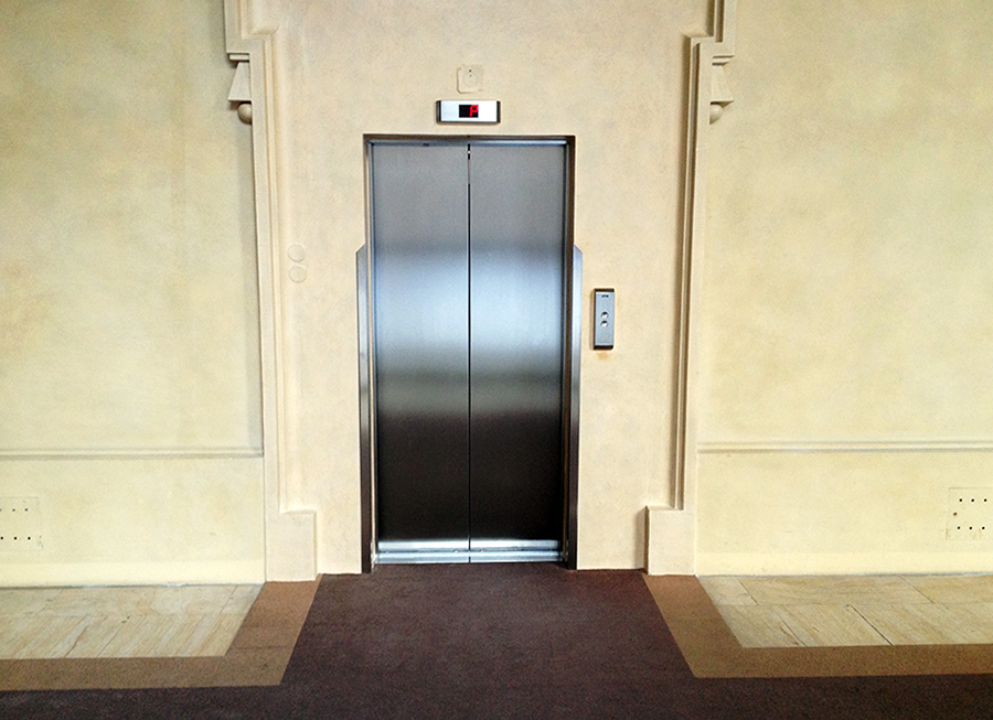 cerninsky_palace_lift